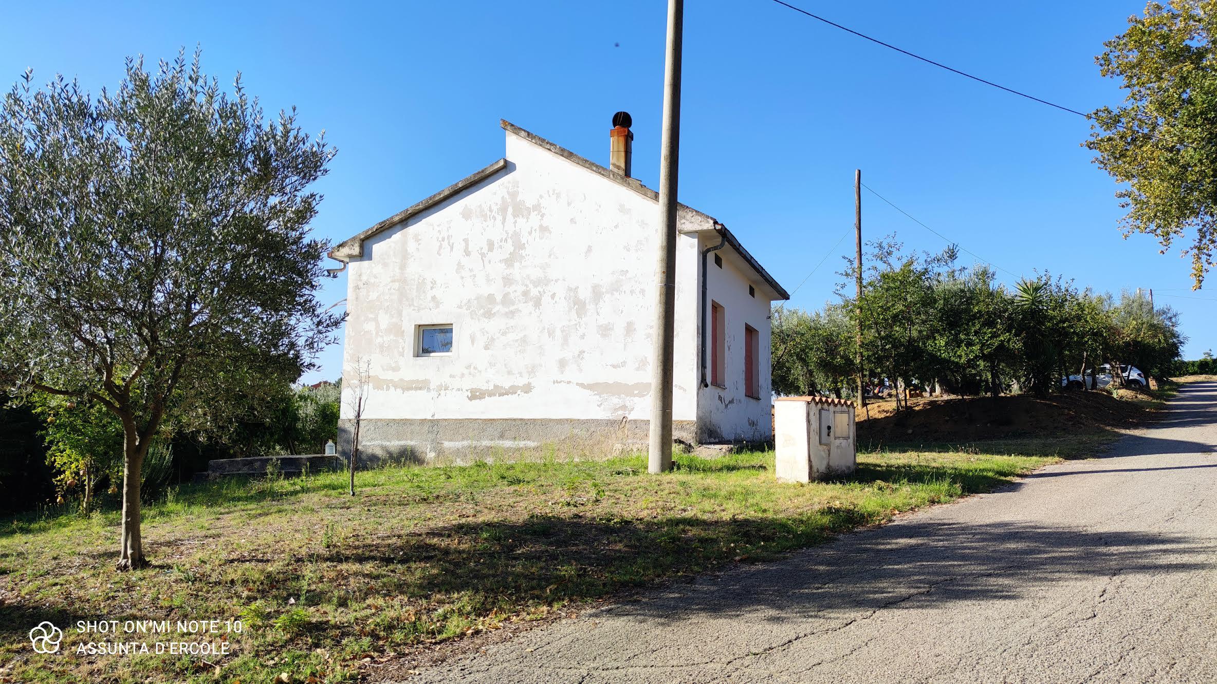 rif 1301 Villalfonsina -CH – Casolare e terreno – 60.000